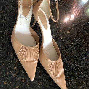 Bandolino size 8 ankle strap heels